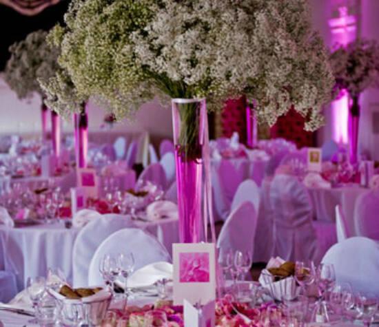 Beispiel: Hochzeitstischdekoration, Foto: Hotel Roter Hahn.