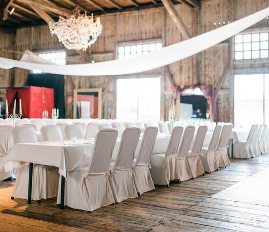 Schuppen 9 Großer Saal mit Tafeln