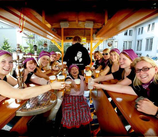 Beispiel: Spaß auf dem Gruppenfahrrad, Foto: BierBike Erfurt.