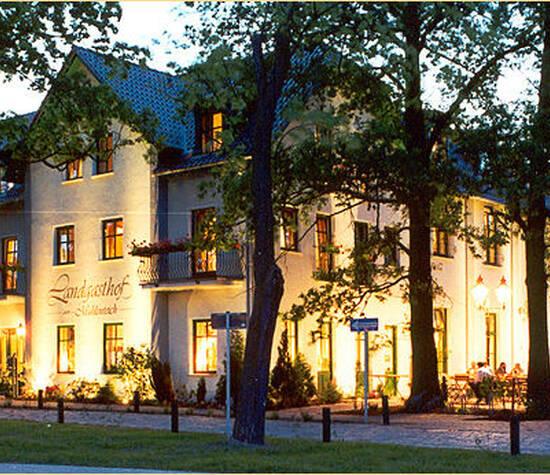 Beispiel: Außenansicht beleuchtet, Foto: Landgasthof Zum Mühlenteich.
