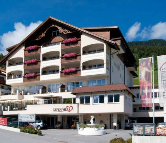 Hotelansicht, Foto: Alpen-Herz.