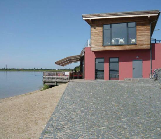 Beispiel: Seitenansicht, Foto: Strandcafé am Markkleeberger See.