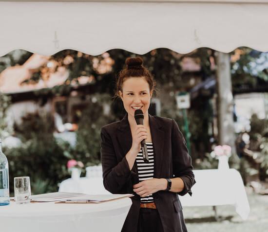 Denise Live in Aktion bei einer freien Trauung in Bensheim