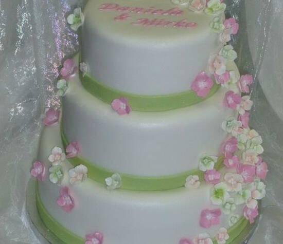 Beispiel: Hochzeitstorte, Foto: Der kleine Tortenladen.