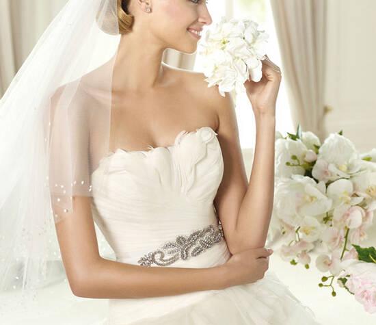 Beispiel: Brautkleid von Pronovias, Foto: Bösckens.