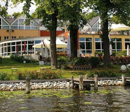 Beispiel: Außenansicht, Foto: Dämeritz Seehotel.
