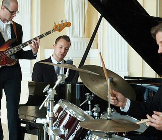 Beispiel: Jazz-Trio, Foto: Pianist Dirk Schieborn.