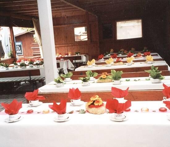 Beispiel: Tischdekoration, Foto: Inges Blumenshop.
