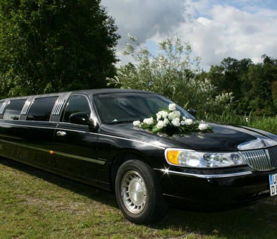 Beispiel: Limousine mit Blumenschmuck, Foto: Limousinen Service Ulm.