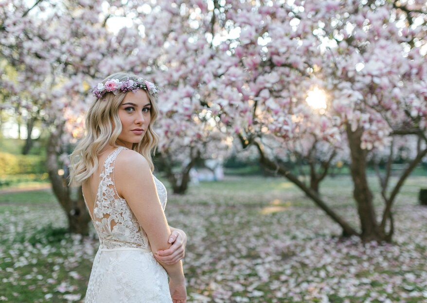 Frühlingshaftes Bridalshooting mit den märchenhaften Farben der Magnolien-Blüten als Grundlage