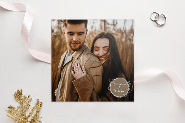 Einladungskarten mit Fotos Hochzeitseinladungen Aufnahme mit stilisiertem Kranz