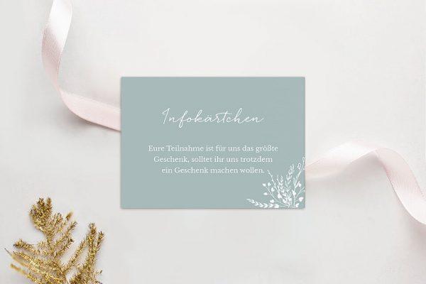 Extras Aufnahme mit Blümchenkranz Hochzeitsinfokärtchen